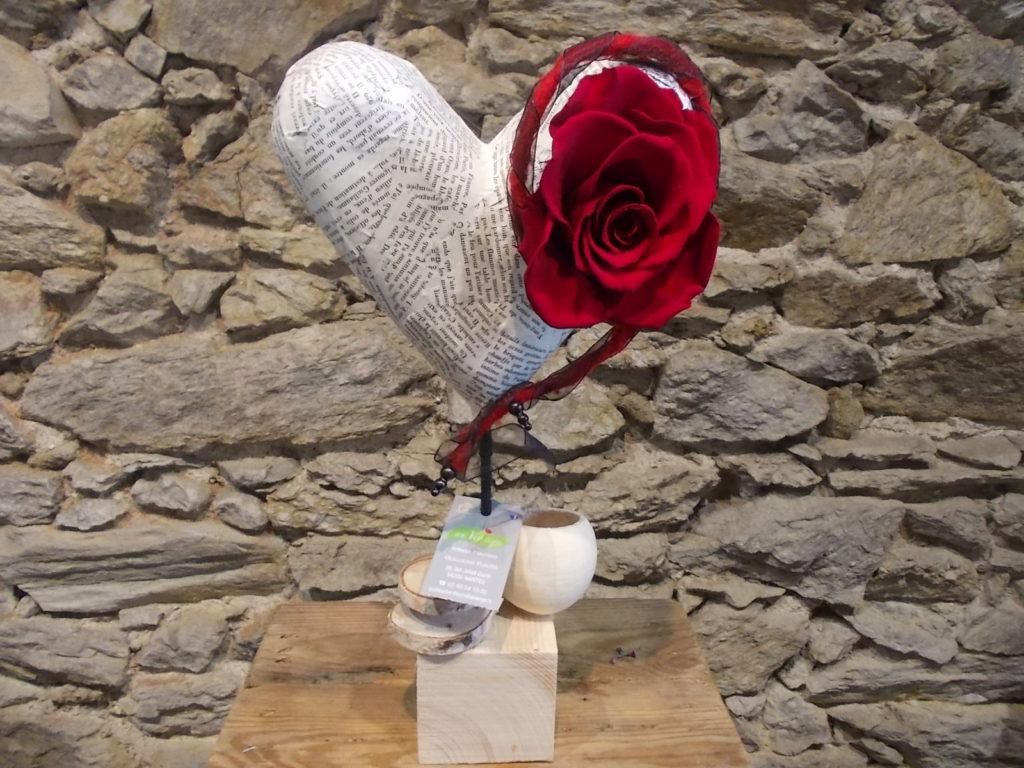 cœur avec une rose éternelle rouge