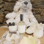 Flacon diffuseur Brume bébé aux pieds d'un chien en peluche